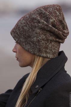 Купить или заказать шапка валяная шапка шерстяная бини 'мятный шоколад' в <i>валяние</i> интернет-магазине на Ярмарке Мастеров. Невроятно мягкая, комфортная и вместе с тем теплая шапочка бини..Она двойная ( подробнее о них писала в блоге ) что делает ее очень комфортной в носке к тому же одеть можно множеством способов. Основа итальянская мериносовая шерсть 18 мк цвета шоколад а сверху поверхность покрыта бамбуковым волокном цвета пыльной мяты, в жизни чуточку светлее.