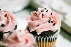 cupcakes photography - Google Търсене Good Bakery, Sweet Bakery, Cupcake Photography, Cupcake Boutique, Strawberry Cupcakes, Cupcake Cakes, Parlour, Desserts, Muffins