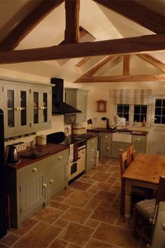Our freestanding kitchens comes with granite worktops and is solid oak and great value. Free standing kitchen units