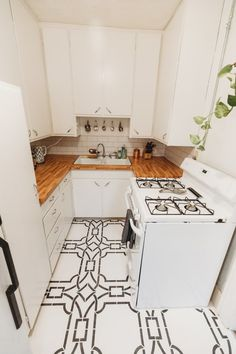 Ideas Apartment Therapy Rental Decorating Small Spaces For 2019 Rental Makeover, Apartment Makeover, Diy Apartment Decor, Small Apartment Decorating, Apartment Furniture, Apartment Kitchen, Decorating Small Spaces, Home Decor Kitchen, Home Decor Bedroom