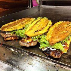 Sandwich the plantain Comida Boricua, Boricua Recipes, Haitian Food Recipes, Mexican Food Recipes, Banane Plantain, Plantain Recipes, Puerto Rico Food, Food Porn, Puerto Rican Recipes