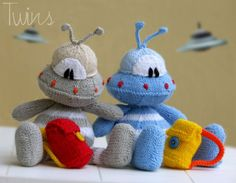 Twins' Knitting Pattern MiniShop: 22 the Alien - (flat and round version) - in English)