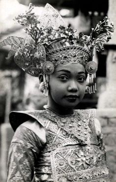 Indonesia ~ Bali | Young Legong Dancer. ca. 1930s || Vintage postcard