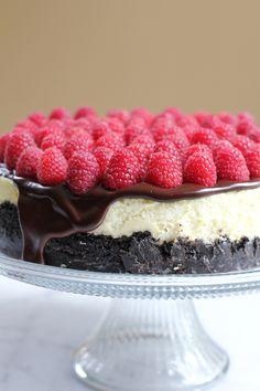 Raspberry Cheesecake with Oreo Cookie Crust and Chocolate Ganache #valentinesday