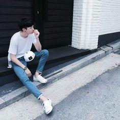 Waiting for people because I'm always early Korean Fashion Men, Korean Street Fashion, Korea Fashion, Korean Men, Boy Fashion, Mens Fashion, Asian Boys, Asian Men, Ulzzang Boy