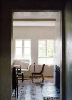 Los Angeles home of Alexandra + Michael Misczynski Cheap Rustic Decor, Cheap Home Decor, Living Room Inspiration, Interior Design Inspiration, Interior Ideas, Interior Decorating, High Ceiling Living Room, Living Room Colors, Living Rooms