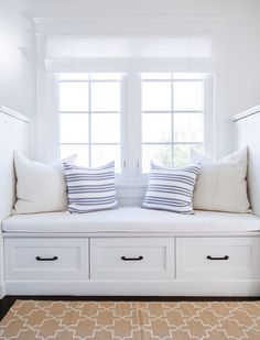 bright white window seat // Tour a Home Where Nantucket Charm Meets a Los Angeles Zip Code Home Decor Bedroom, Living Room Decor, Dining Room, New Room, Interior Design, Interior Architecture, Interior Decorating, Decorating Ideas, Zip Code