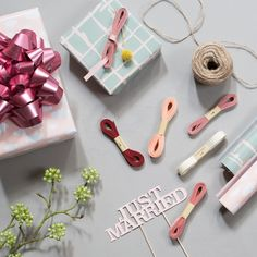 Wrap lovely and attractive gifts with the sisters' wide range of gift wrapping items // Gift wrap, 70x200cm, price per roll DKK 7,96 / ISK 229,00 / SEK 11,48 / NOK 11,18 / EUR 1,12 / GBP 1,04