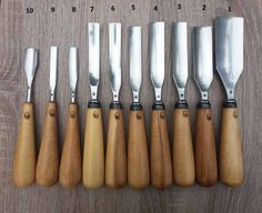 wood turning for beginners Visit Carpentry Hand Tools, Woodworking Tool Kit, Essential Woodworking Tools, Intarsia Woodworking, Woodworking Workshop, Woodworking Essentials, Woodworking Bench, Wood Carving Chisels, Wood Carving Tools