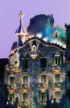 Alguma dúvida de que esta é uma construção com características da fase Água?  Casa Battlo, Barcelona - www.alinemendes.com.br