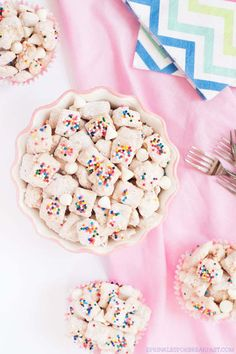 Creative Desserts with Marshmallows and Chocolate //