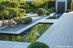 Water feature, reflective. Matt Keightley MSGD - Tyre Hill House - Photo Marianne Majerus