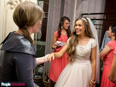 Jessa and her sister-in-law, Jessica getting ready for the wedding:)