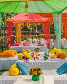 Kinda sort of obsessed with this funky Mehendi ! That little teapot centrepiece is so cute | by @purpletreeevents | #themes #mehendi #decortheme #indianbride #indianwedding #tents #coloredtenting #teapot #tablesetting #indianweddingdecor #weddingthemes