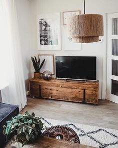 9 super cool tv furniture from railway sleepers 1 « Kitchen Design Living Pequeños, Home Living Room, Living Room Designs, Living Room Decor, Tv Stand Decor, Tv Decor, Home Decor Furniture, Living Room Furniture, Furniture Cleaning