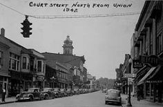 A nice #tbt going into the weekend: a view of Court St. from 1942 by James Anastas. Photo courtesy of Ohio University Archives. #OhioUniversity #AthensOhio