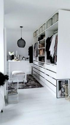 PAX garderobekast | Deze pin repinnen wij om jullie te inspireren. IKEArepint IKEA IKEAnederland IKEAnl KOMPLEMENT serie lade opbergen kleding slaapkamer wit
