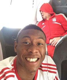 Alaba selfie with sleeping Ribery! Messi And Ronaldo, Lewandowski, Number One, Good Movies, Ronald Mcdonald, Soccer, David, San, Selfie