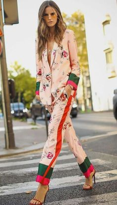 Street Style-Mode ⋆ Emily Clow Fasion Chic Styles - You Pin This Looks Street Style, Looks Style, Street Style Suit, Street Outfit, Street Style Women, Kimonos Fashion, Fashion Dresses, High Fashion Outfits, Fashion Pants