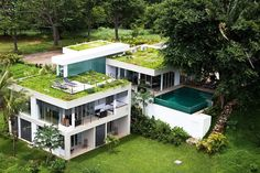Explore the Best Attractive and Luxury Sky Garden House Architecture at The Architecture Design. Visit for more images and ideas about Sky Garden house. Green Architecture, Architecture Design, Sustainable Architecture, Sky Garden, Home And Garden, Building Green Homes, Green Roof System, Green House Design, Eco Friendly House