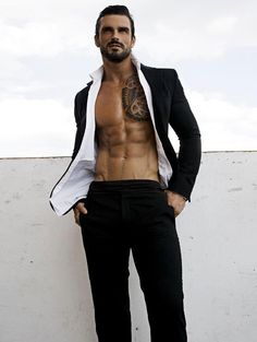 Stuart Reardon...holy hot! This would be kind of what Killian would look like.