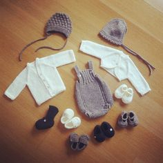 White + gray + marine = so many combinations for girls and boys! #pontinhosmeus #handknit #handmade #babyknits #knitstagram #instababy #instaknit #knittersofinstagram #knitbabyclothes
