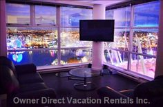 Stunning 360 degree views through floor-to-ceiling windows Vancouver Vacation, Vancouver Hotels, Downtown Vancouver, 2010 Winter Olympics, Winter Olympic Games, Natural Scenery, Floor To Ceiling Windows, Rental Apartments, Ideal Home