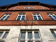 Sanierte Fassade der alten Paff Schul in Wißmar in der Gemeinde Wettenberg in Mittelhessen