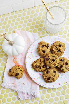 Vegan Chocolate Chip Pumpkin Cookies (also Gluten-Free!) - A Beautiful Mess (need xanthan gum and vegan butter) Pumpkin Chocolate Chip Cookies, Brownie Cookies, Cookie Bars, Gluten Free Chocolate, Vegan Chocolate, Cookies Ingredients, Gluten Free Cookies, Different Recipes, Vegan Desserts