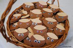 Comarca de Cervera (valles Alhama y Linares): DIA DE LA CASTAÑA EN EL COLEGIO DE CERVERA DEL RÍO ALHAMA. VIERNES 15/11/2013. FOTOGRAFIAS Preschool Crafts, Crafts For Kids, Pumpkin Crafts, Halloween House, Art Activities, Gingerbread Cookies, Wood Crafts, Malta, Autumn
