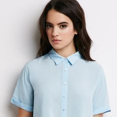 Forever 21 has really stepped it up, fashion-wise, with its insanely high-style minimalist items. Crop Shirt, Shirt Blouses, Shirts, Denim Shirt, Shirt Dress, Look Fashion, Fashion Outfits, Womens Fashion, Casual Outfits