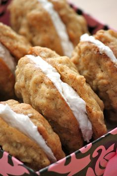 Recipe for Homemade Oatmeal Cream Pies. jessisabelava Recipe for Homemade Oatmeal Cream Pies. Recipe for Homemade Oatmeal Cream Pies. Köstliche Desserts, Delicious Desserts, Dessert Recipes, Yummy Food, Delicious Cookies, Dessert Food, Fudge, Oatmeal Cream Pies, Homemade Oatmeal