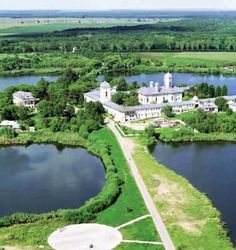 Mănăstirea CERNICA – o oază de sfințenie între apă, cer și pământ Romania Travel, Bucharest, Best Cities, Travel Tips, Golf Courses, Things To Do, Beautiful Places, Anna, River
