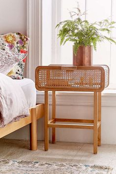 Exceptionnel Marte Rattan Side Table