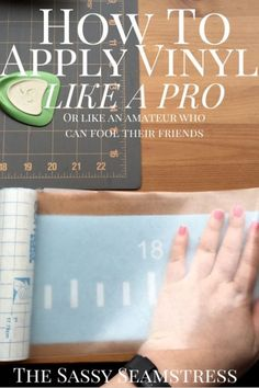 Make a desk ruler. How to apply vinyl like a pro. or like an amateur who can fool their friends Silhouette Vinyl, Silhouette Machine, Silhouette Cameo Projects, Silhouette Portrait, Silhouette School, Silhouette Files, Inkscape Tutorials, Cricut Tutorials, Cricut Ideas