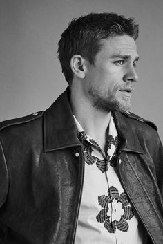 La vita di Mr Charlie Hunnam Dopo Moto | The Look | Il giornale | Problema 314 | 5 apr 2017 | MR PORTER