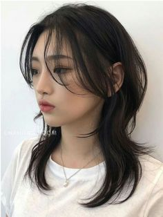 Hairstyles With Bangs, Pretty Hairstyles, Grunge Hairstyles, Cut My Hair, Hair Cuts, Hair Inspo, Hair Inspiration, Medium Hair Styles, Curly Hair Styles