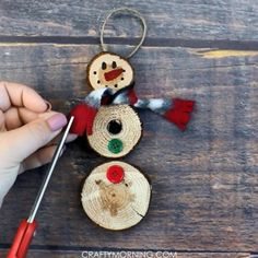 Adorable Christmas Footprint Crafts for Kids - Crafty Morning Halloween Crafts For Kids, Fall Crafts, Christmas Crafts, Christmas Decorations, Christmas Trees, Kids Crafts, Christmas Wood, Beach Christmas, Christmas Brunch