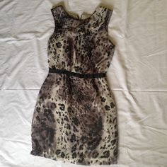 Cute dress small size color gray and black 100 % polyester size 2 Topshop Dresses Midi