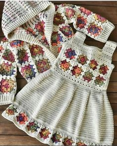 night 💕I love this team, it's pretty awesome 👏👏👏. Crochet Baby Dress Free Pattern, Baby Dress Patterns, Baby Girl Crochet, Crochet Baby Clothes, Crochet Poncho, Baby Knitting Patterns, Crochet For Kids, Beautiful Crochet, Instagram