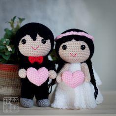 Crochet bride and groom wedding dolls holding pink amigurumi hearts. (Inspiration).