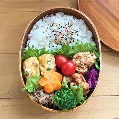 いいね!125件、コメント6件 ― こむぎこさん(@komugiko322)のInstagramアカウント: 「. . 毎日気がつくと夕方で←、お弁当postできないうちにあっという間に木曜日 . 昨日お買い物に行ったらチンするだけの唐揚げがすごーく安くて急遽夕ご飯の一品に♡…」 Japanese Bento Box, Japanese Food, Dinner Bowls, Bento Box Lunch, Creme Fraiche, Snacks, Lunch Recipes, Food Photo, Asian Recipes