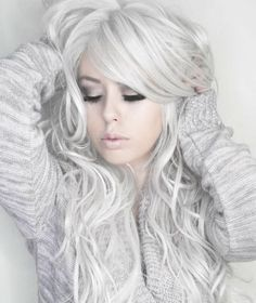 I LONG FOR THAT HAIR COLOR When silver hair is done right, it is fantastic. As in this photo. Love the hair, the makeup, the total look. Most Popular Photos Winter Hairstyles, Pretty Hairstyles, Gray Hairstyles, Ponytail Hairstyles, Weave Hairstyles, Love Hair, Gorgeous Hair, Curls Haircut, Hot Hair Colors