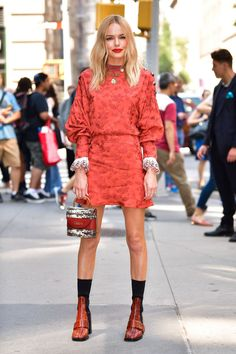 The best celebrity style from the weekend - HarpersBAZAARUK Dresses For Sale, Nice Dresses, Dresses For Work, Kate Bosworth Style, Celebrity Style Inspiration, Celeb Style, Spring Summer Trends, Victoria Dress, Business Dresses