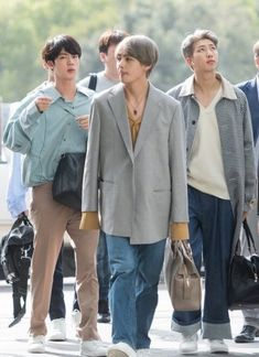 Taehyung fashion is beautiful ��� Jungkook Jimin, V Taehyung, Bts Bangtan Boy, Kpop Fashion, Korean Fashion, Mens Fashion, Airport Fashion, Japan Fashion, Bts Airport