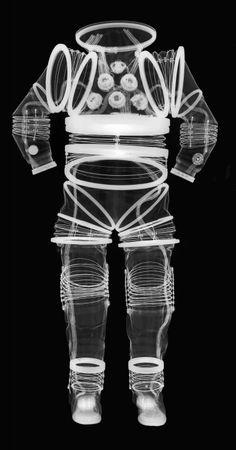 Lintérieur des combinaison spatiale grâce aux rayons X combinaison spatiale rayon x 08 393x750