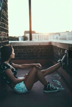 Tumblr Photography, Photography Women, Portrait Photography, Instagram Photos Photography, Style Converse, Tmblr Girl, Cool Pictures, Cool Photos, Galaxy Converse
