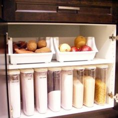 Small Kitchen Organization Hacks - How to Organize a Small Kitchen with No Pantry #smallkitchenorganization #nopantry #nopantrysolutions #kitchenorganization #gettingorganized #organizationideasforthehome #storagesolutions #diystorageideas