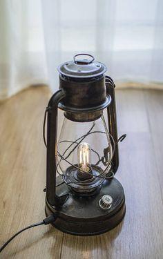 Table Vintage, Vintage Lamps, Lampe Edison, Old Lanterns, Camping Lamp, Island Pendant Lights, Retro Lamp, Steampunk Lamp, Fashion Room