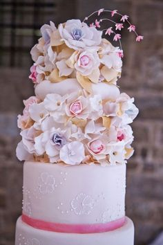 10 Beautiful Spring Floral Wedding Cakes
